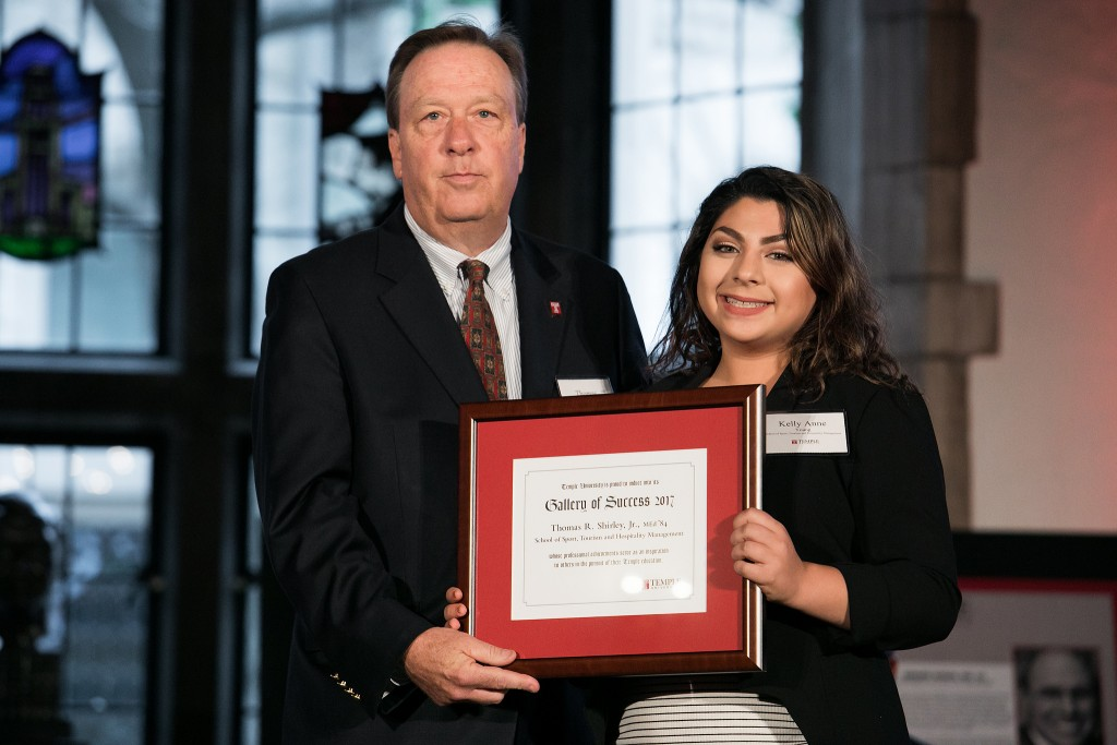 Tom Shirley receiving his 2017 Gallery of Success plaque from STHM student Kelly Anne Young. (Photo courtesy Temple University Photography)